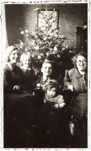 Bij vrienden onder de kerstboom