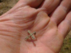 Opgegraven kruisje